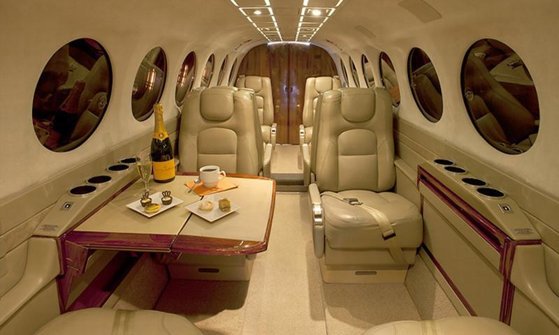 king-air-350-int.jpg